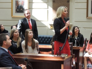 Sen. AJ Griffin introduces guests in the Senate gallery during Tuesday's oath of office ceremony as her husband, Trey, and daughters Alexandra and Reagan look on.