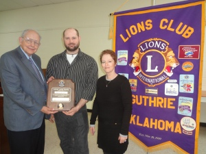Lions International Foundation recently presented the Melvin Jones Award, recognizing the tremendous community contributions of Lion Bill Wagoner.  Lion Frank Davis (L) presented the award to Stephan Duncan, grandson, and Mary Longstreth, daughter
